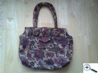 Taška či kabelka?