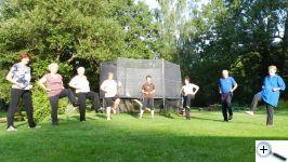 Cvičení v trávě