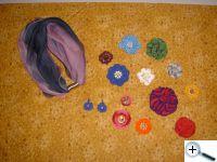 Další kytičky, náušnice, náhrdelník
