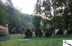 Součástí areálu jsou i chatky