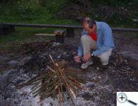 Zapálení každoročního táborového ohně