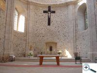 Jednoduchý vnitřek kostela
