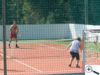 Někteří si zahráli i tenis